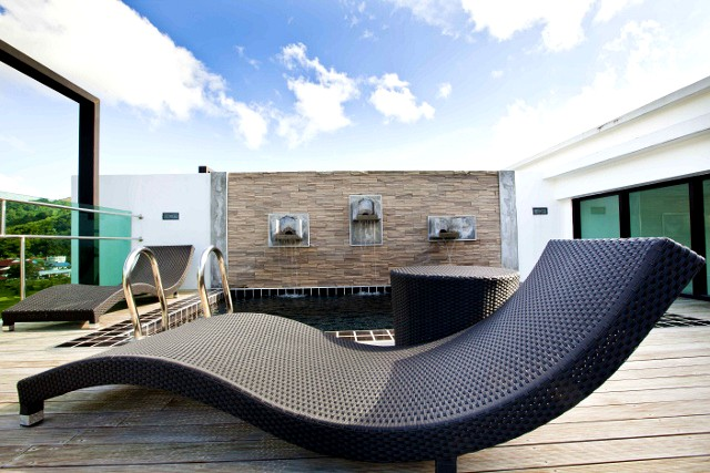 Luxury 3 Bedroom Penthouse with Private Pool and Sauna
