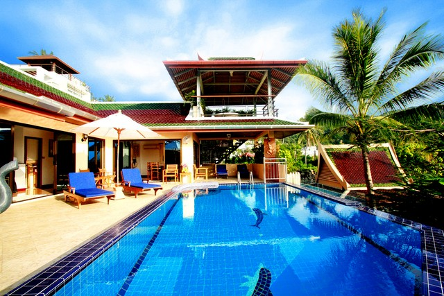 Superb Sea View  villa with infinity pool , staff and chef .