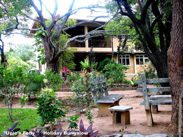 Holiday Bungalow with Large Garden adjacent to Lake with Privacy assured