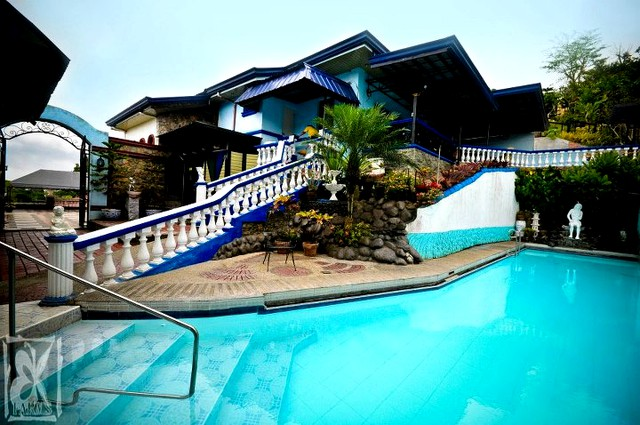 Pool house stay