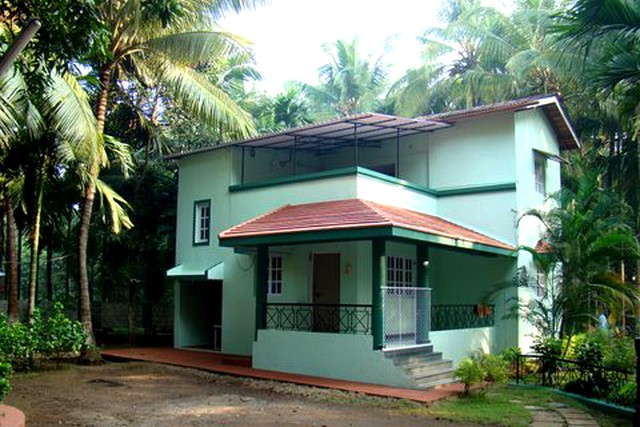 Clean and beautiful bungalow ideally located near Akshi beach