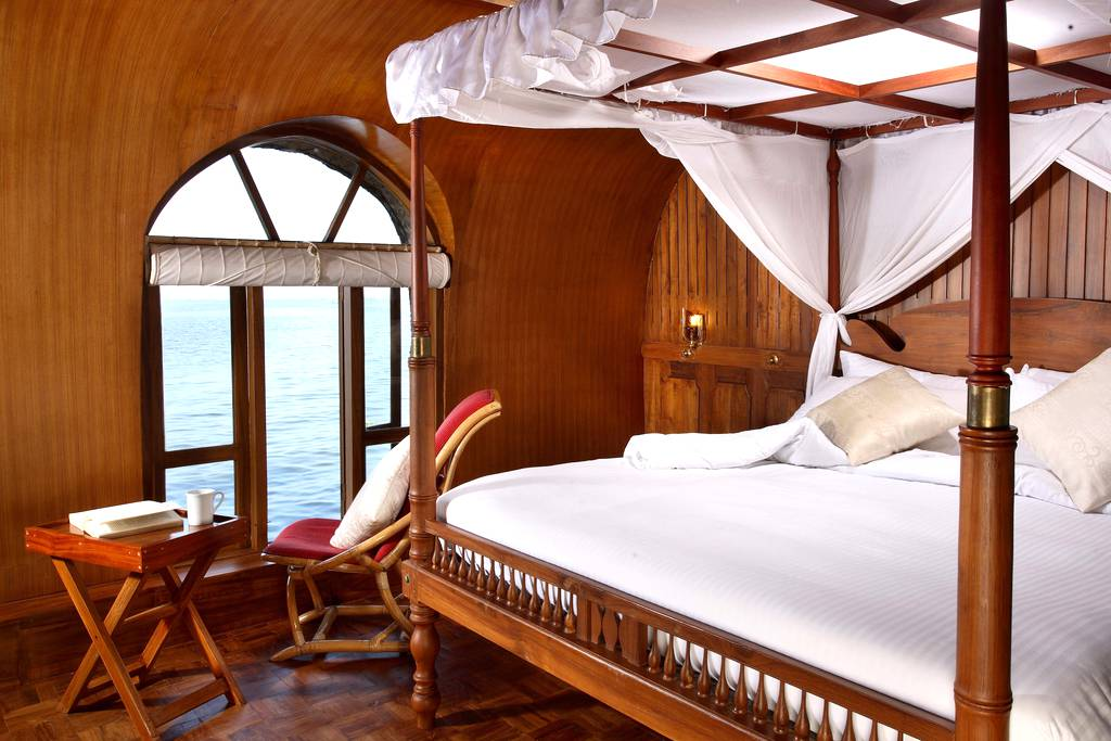 One bedroom a c premium houseboat alleppey kerala for 01 bedroom ac deluxe houseboat