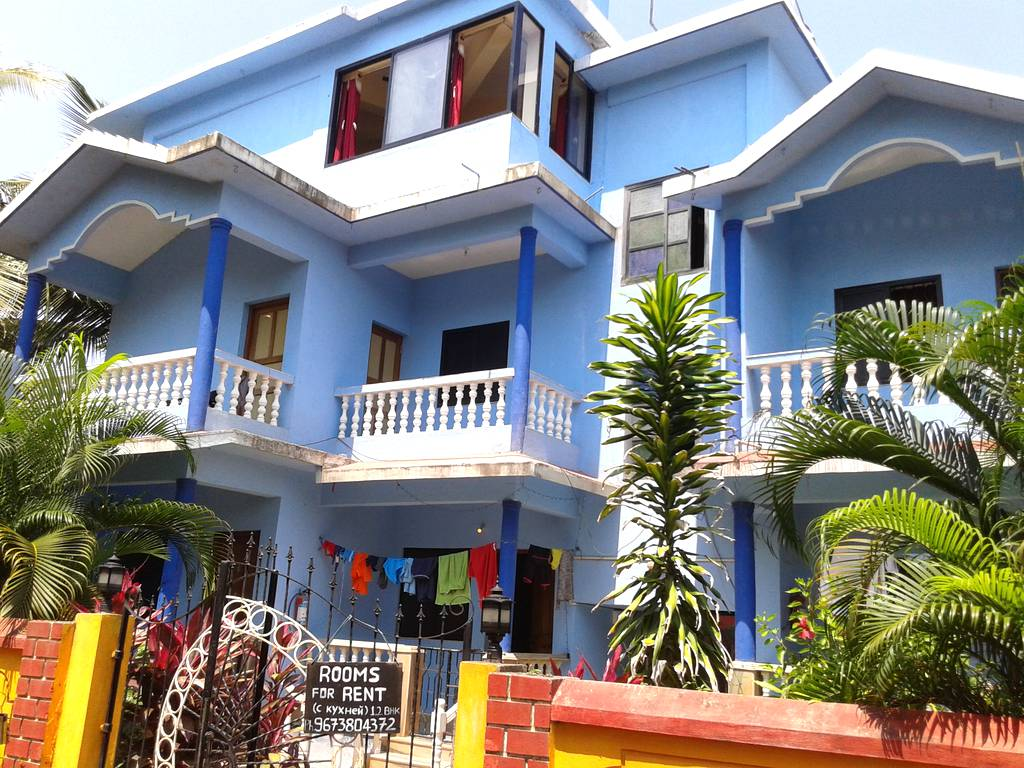 Morjim sunset guesthouse 1bhk apartment on the morjim for Small house for sale in goa